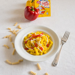 Pasta, peperoni e ricotta salata allo Zafferano Leprotto