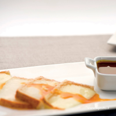 Pecorino sardo e salsa al miele e zafferano