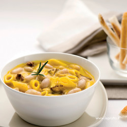 Zuppa di fagioli cannellini e funghi porcini allo zafferano